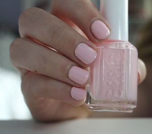 essie-fiji-on-nails